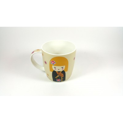 Taza de porcelana con decoracion asiatica, motivos de Geishas.